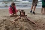 Kids Litouwen genieten van een dagje strand